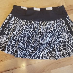 Lululemon athletica Pattern ruffle skirt sz 4